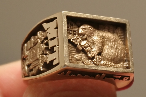 Brass_Rat_2007_Finger